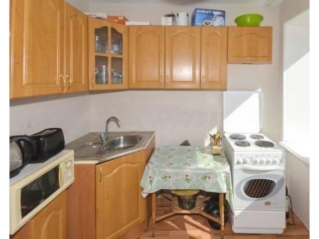 Продаётся однокомнатная квартира в Орджоникидзевском районе. Комната 18,7 кв. м. с выходом на лоджию - 1/4