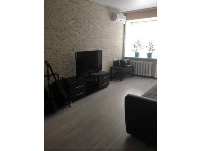 Продаётся однокомнатная квартира в Орджоникидзевском районе. Комната 18,7 кв. м. с выходом на лоджию - 2/4